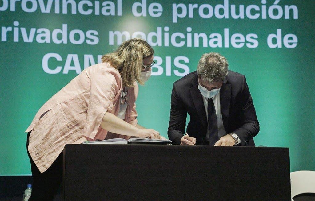 2020-12-2 PRENSA En Jujuy, Uñac firmó un convenio con Israel para capacitar al personal de salud en el uso e indicaciones del cannabis medicinal